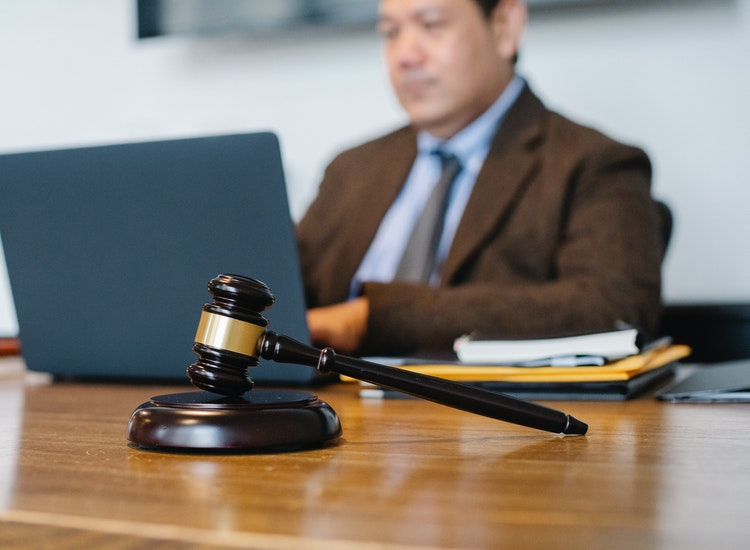 How Do You Find the Right Defense Attorney?